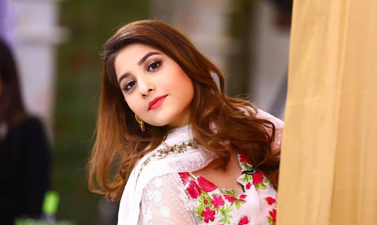 حنا الطاف نے مداحوں کو خوش رہنے کا مشورہ دیدیا