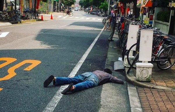 سڑک پر سونے